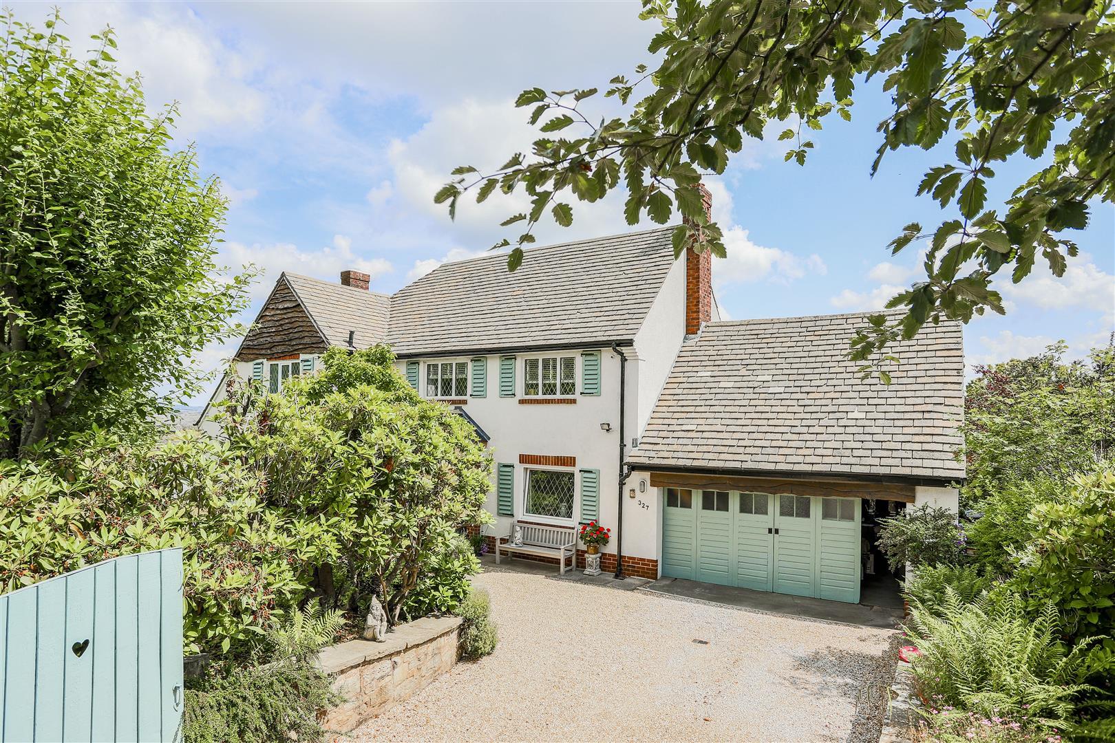 3 Bedroom Detached House For Sale - 1
